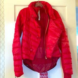 Lululemon stylish puffy jacket.
